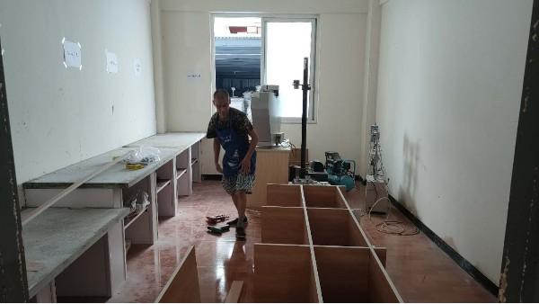 墙板实验室建设中
